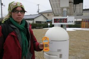 Verstrahlter Spielplatz in Fukushima - der Geigerzähler widerlegt die offizielle Messung